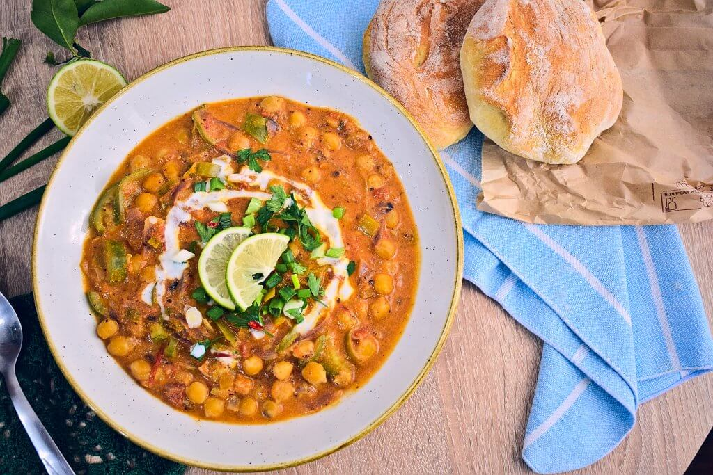 Creamy Leek and Chickpea Curry [vegan] with bread on the side